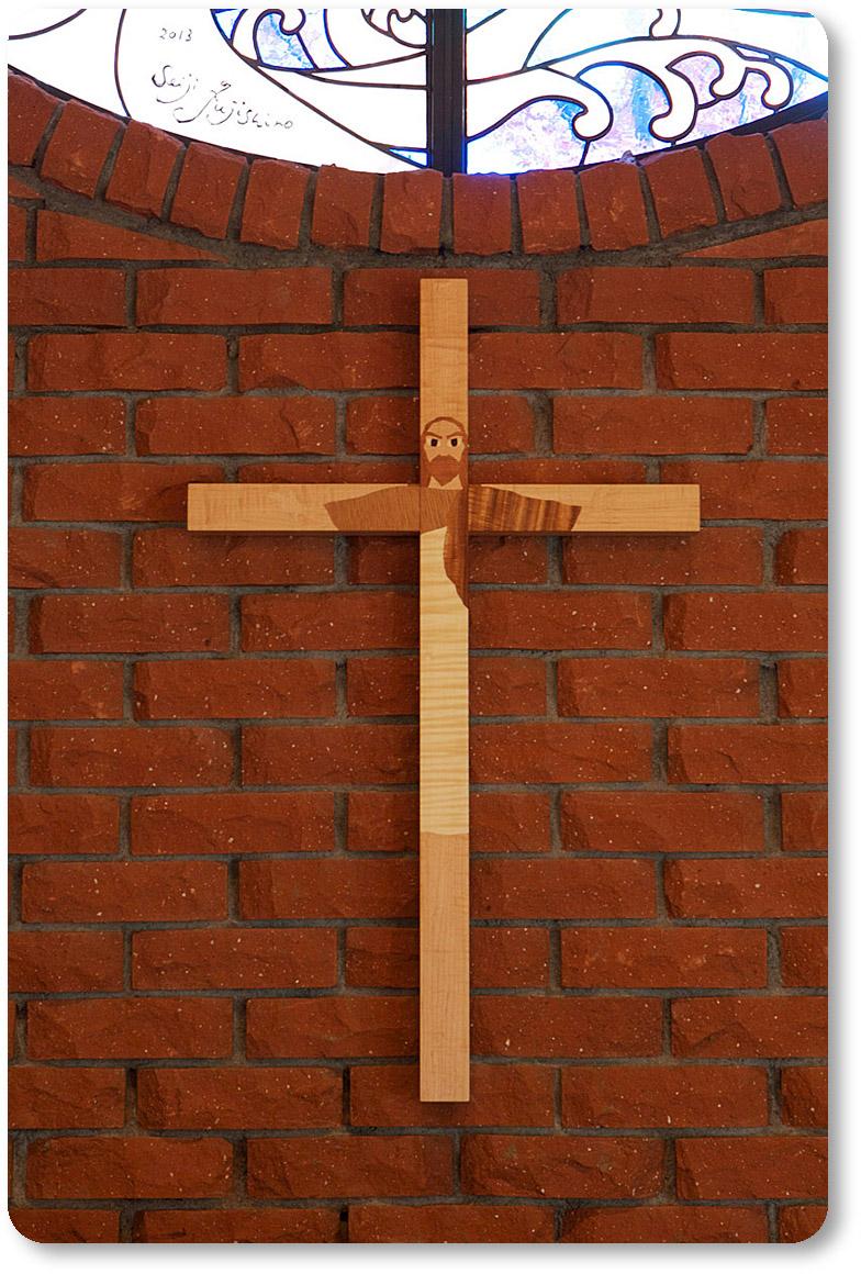十字架上にキリストの姿が浮かび上がります。藤城清治美術館