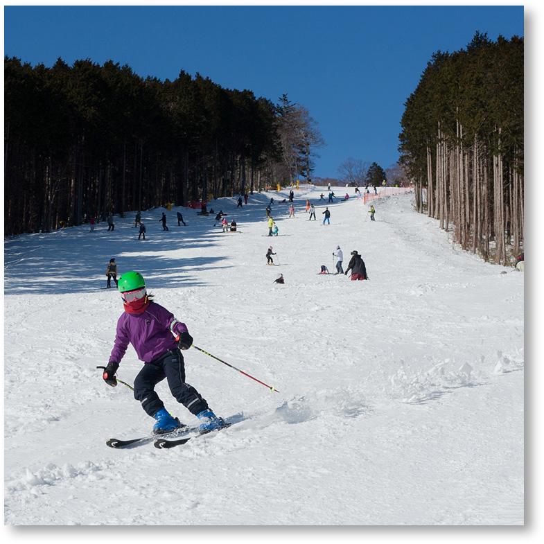 スキーをしている娘を撮影