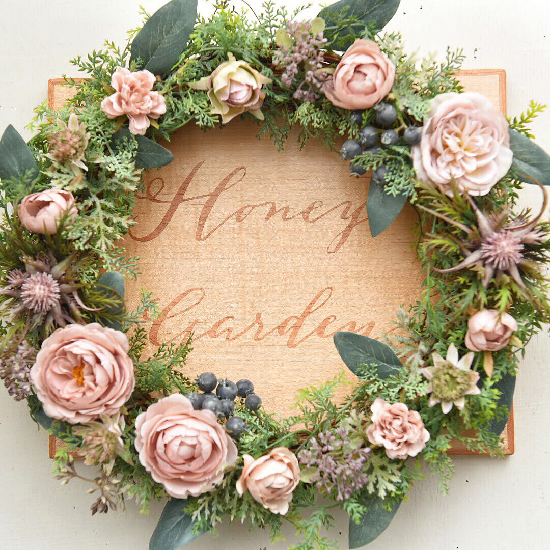 Honeygardenのリースで飾った木象嵌パネル