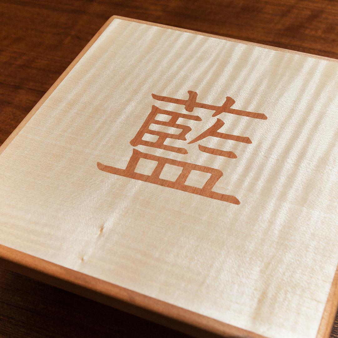 漢字を木象嵌したパネル