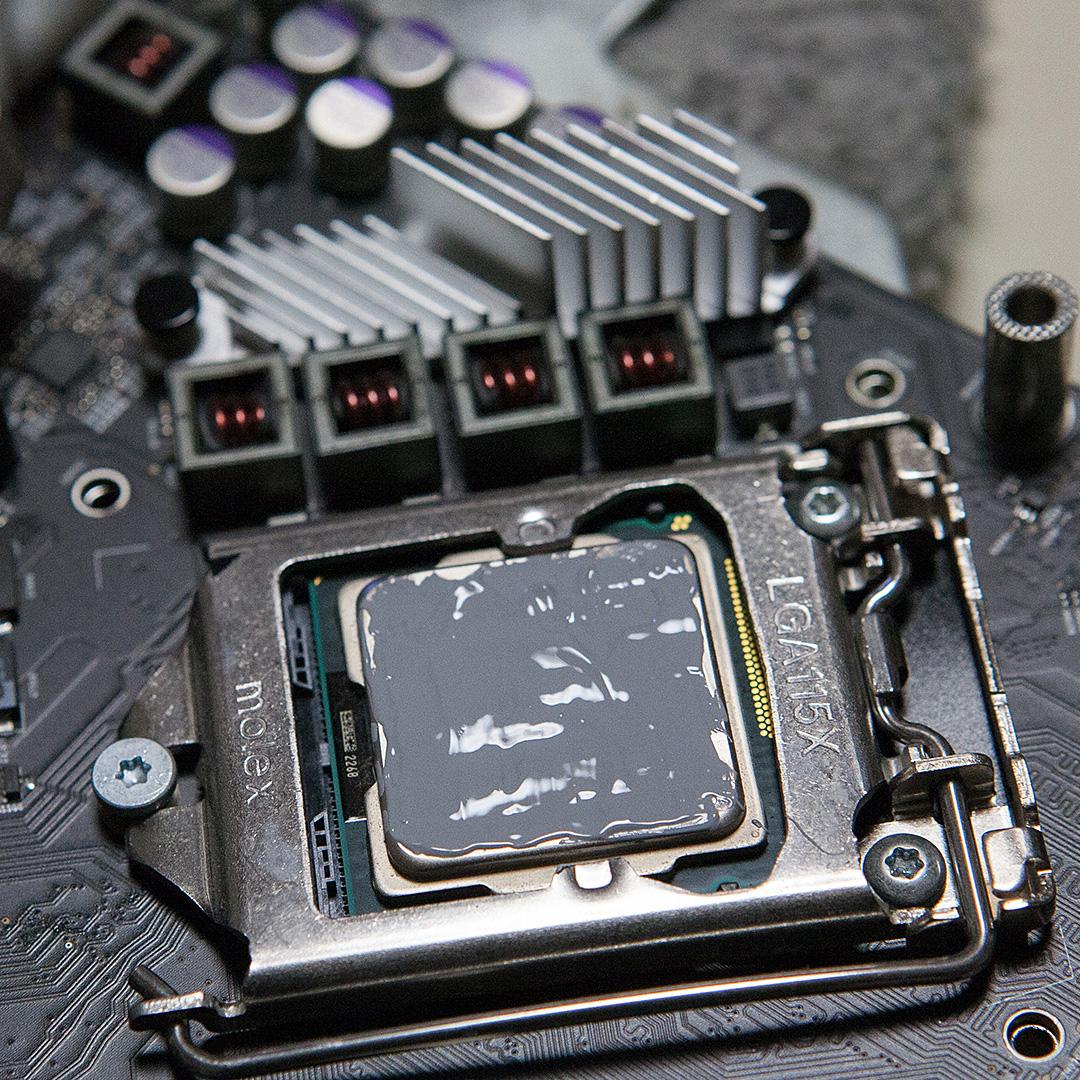 CPUに冷却グリスを塗る