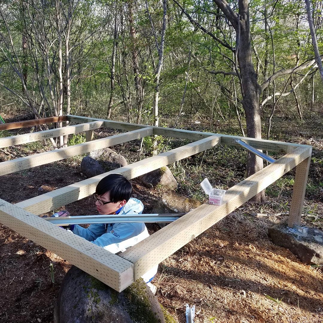 森の中で小屋作り