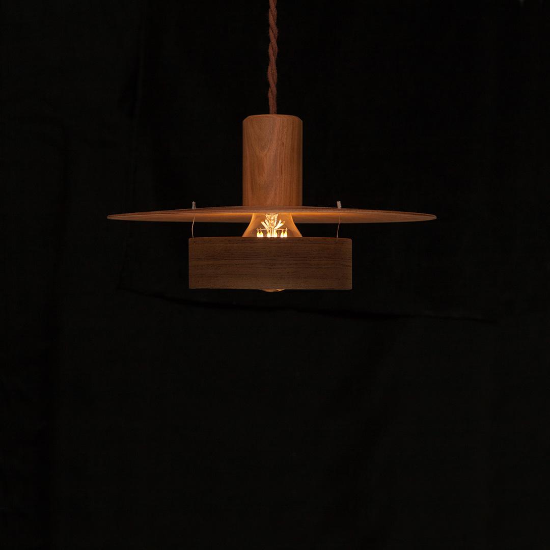 木のペンダントランプ