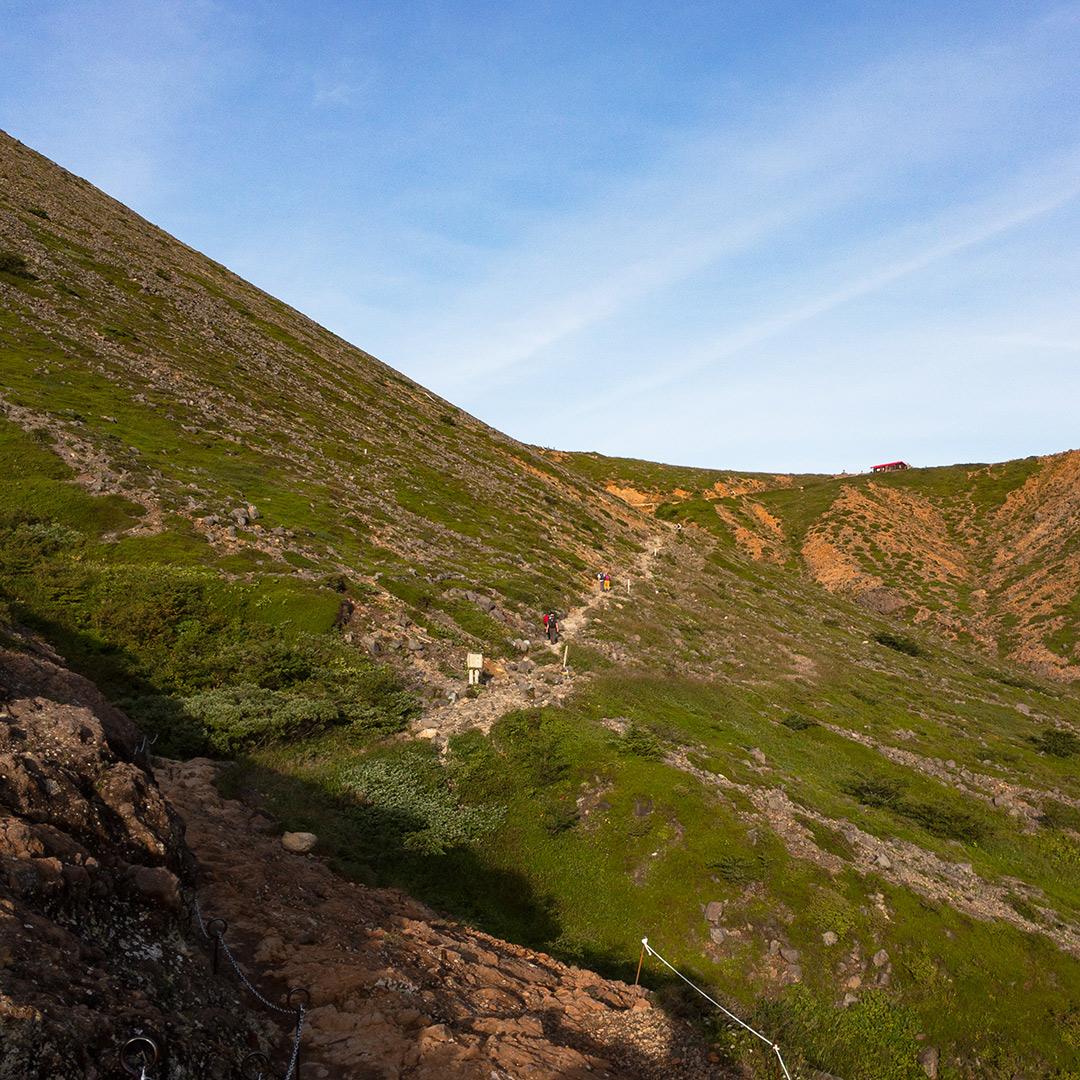 峰の茶屋跡への道