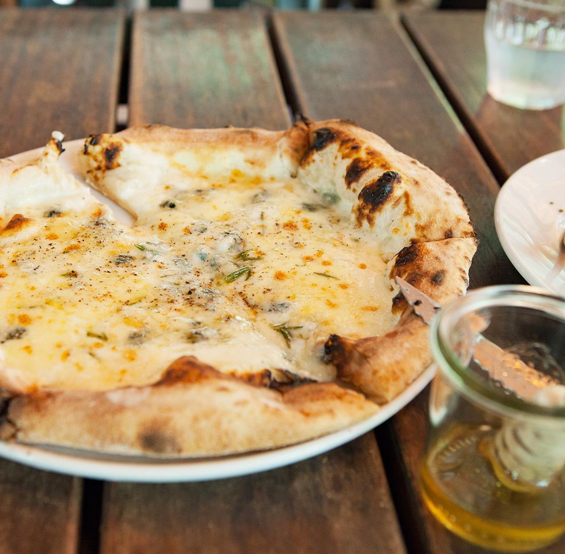 鎌倉GardenHouseのピザ