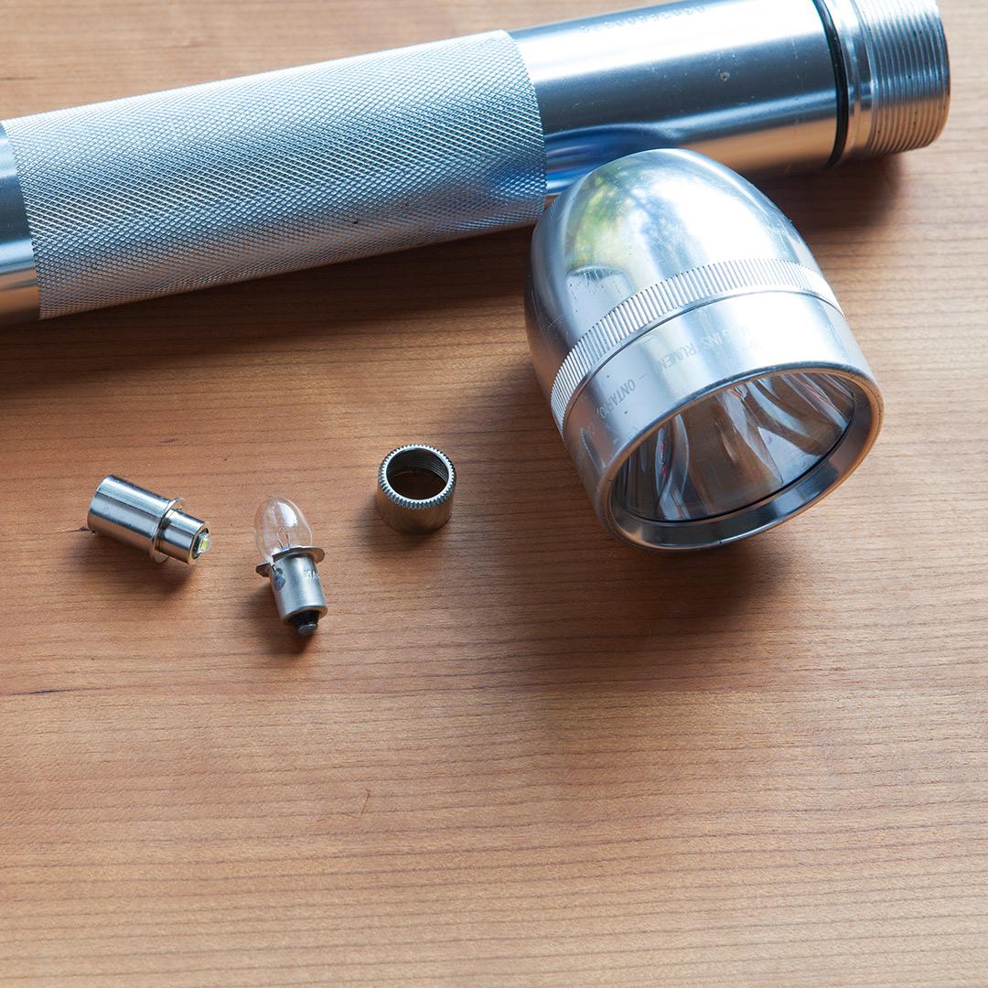 マグライトの電球をLED球に交換する