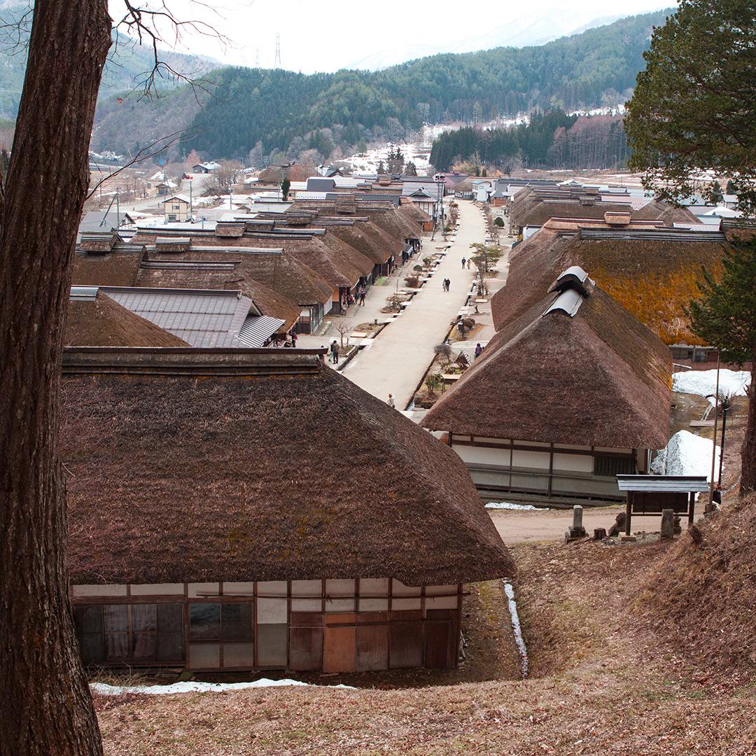 かやぶき屋根の宿場街
